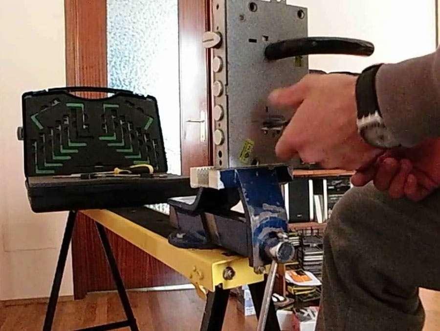 e-multiservice tapparellista fabbro idraulico riparazioni elettriche